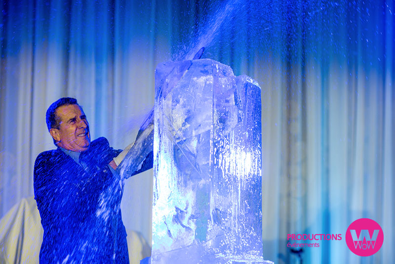 Artiste-en-action-Sculpture-de-glace