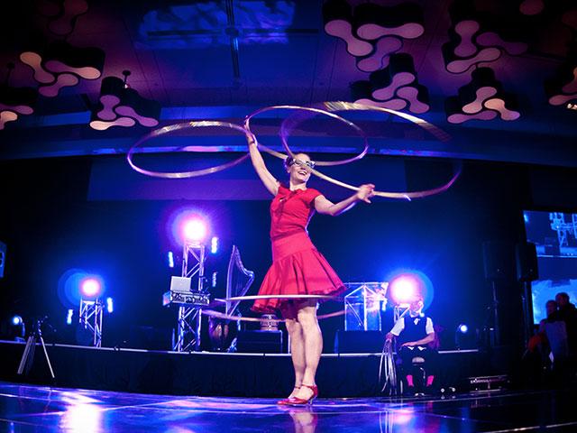 Centre-Philou-2014-Artiste-cirque-cerceau
