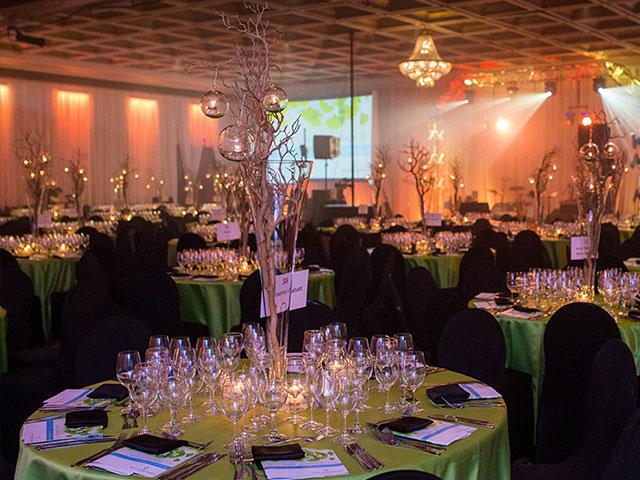 Belle table de réception pour congrès