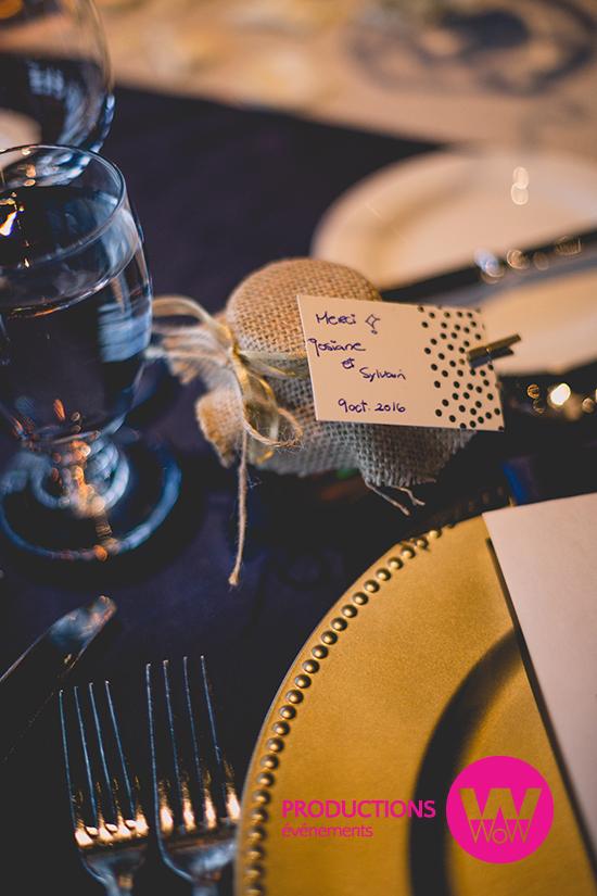 Nappe bleu, sous-assiette or