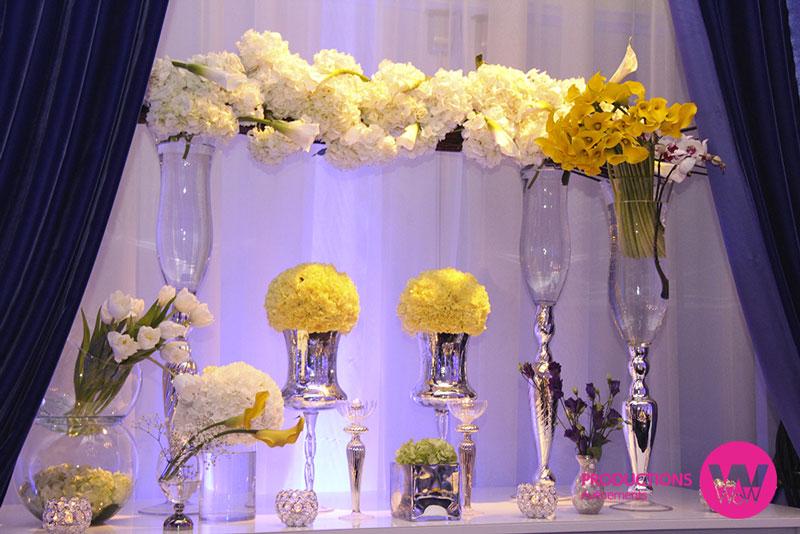 Vases-en-hauteur,-fleurs,-vases-ronds