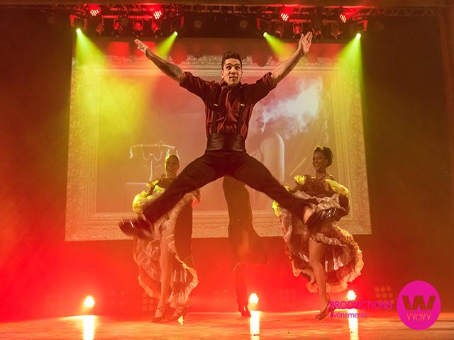 Danseurs sur la scène